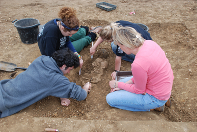Excavating an infant burial. Image: Oxford Archaeology
